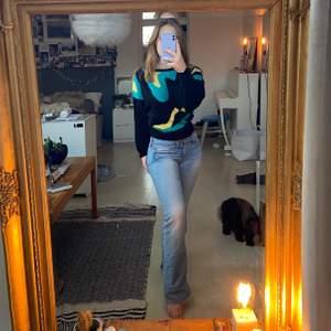 Cool stickad tröja! Aldrig använd:) Den är skön och inte stickig alls!