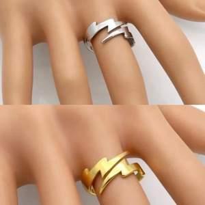 Nyhet hos @fliippflapps. Flash ring i guld samt silver i storlek 6, men passar även 7. Frakt ingår! Köp i DM elr i chatten!