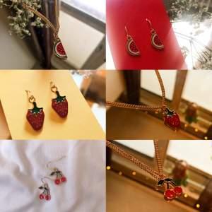 ❗️REA❗️ Säljer just nu alla dessa smycken på bilden för 39kr/st! Halsband och örhängen! Halsbanden är guldpläterade och örhängerna är nickelsäkra! 🙌 FRAKT: 12kr/50gram! FLERA SMYCKEN GÖR INTE FRAKTEN DYRARE!