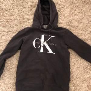 Fin äkta CK hoodie i bra skick!💜💜