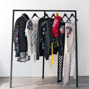 """Är intresserad av märkes kläder och """"hype beast"""" märkes tillbehör och kläder. Så om nån vill sälja nått kontakta mig😊"""