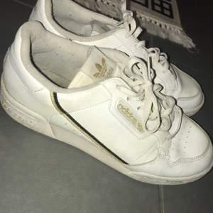 Adidas original. Använd fåtal gånger men endast inomhus.fint skick.