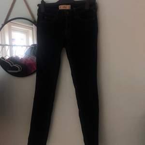 Ett par tighta jeans ifrån hollister. Bra kvalitet.
