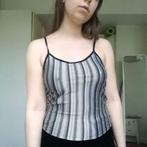 Trendigt linne från Humana! Sparamt använd. Stretchig o perfekt för sommaren! 🌴