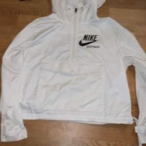 Vit Nike jacka storlek Xs