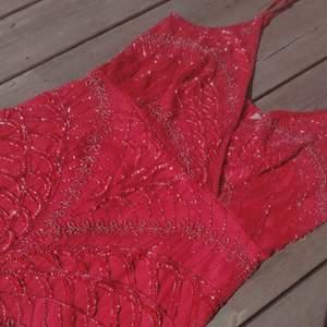 Underbar klänning från Lace and Beads. Strlk. L/XL. Dam. 🌱🌺