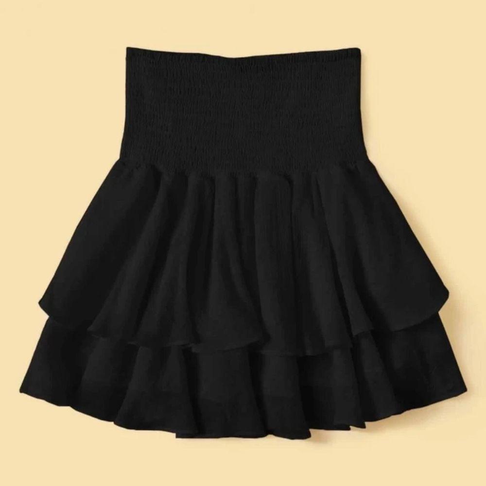 Super söt kjol, säljer då den är lite för liten för mig (frakt tillkommer) 💘. Kjolar.
