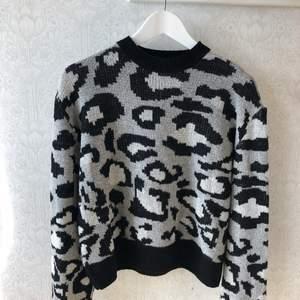 Super snygg tröja med leopardmönster på☺️❣️ skriv vid intresse eller frågor !