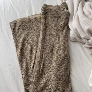 Säljer dessa skitsnygga och sköna ribbstolars byxorna från Carin Wester. Älskar dom men kommer inte riktigt till användning. Storlek XS men väldigtttt stretchiga. Nypris 299:- Mitt pris 50:- INKL frakt!