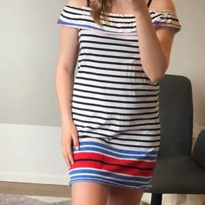 Fin sommar klänning som är off sholuder!!