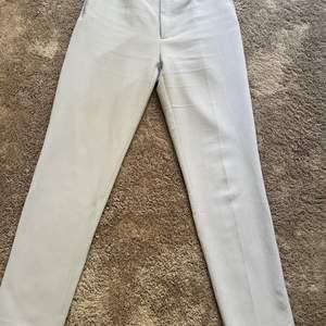 Kostymbyxor från Sand, inköpta i augusti förra året. Storlek 32 men skulle säga att de är 34. Kom med bud!
