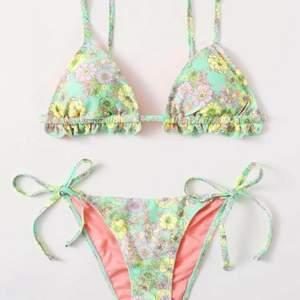Säljer denna Oanvända bikinin från SHEIN, kvaliten är förvånansvärt bra, men säljer pga att den är för liten för mig!! Frakt 20 kronor❤️💞💘💜💞❤️