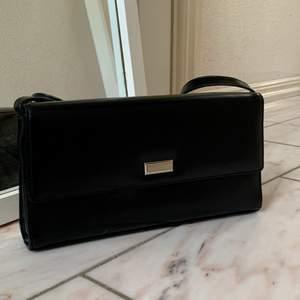 Fin väska i mycket bra skick köpt från humana för 290!! Säljer då den inte kommit till användning:((💕💕💕