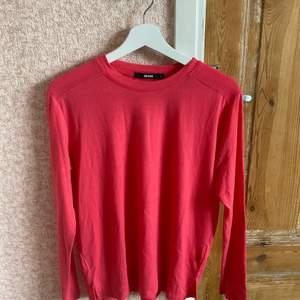 Rosa långärmad tröja från bikbok som aldrig kommit till användning💕 priset kan diskuteras vid snabb affär!!