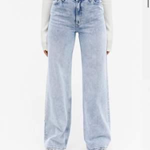 Blåa vida jeans från Monki som jag använt Max 4 gånger. Är i bra skick💓💓 skicka privat meddelande vid intresse, om det är fler intresserade blir det bud✨