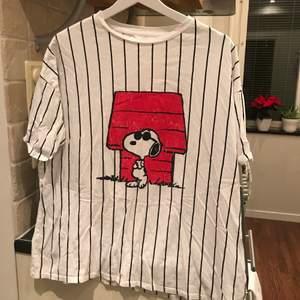 En bred (i passform) tröja med snobben på B^)