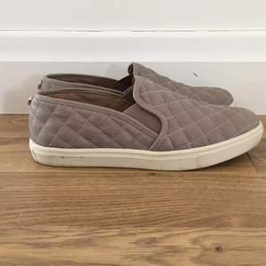 Steve Madden skor som är använda 1 gång. Säljer för att jag inte använt dem. Är i nyskick