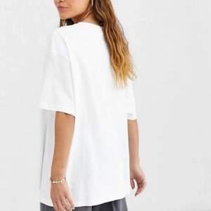 Oversize T-shirt från monki