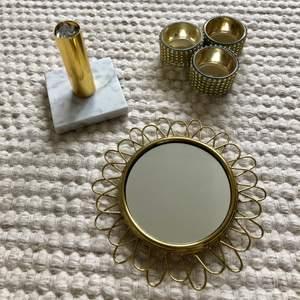 Guldig liten spegel, ljushållare för värmeljus samt ljusstake i guld/marmor. Köp allt eller något från bilden. Kom med prisförslag så löser vi en bra deal!