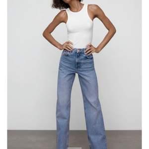 Super fina zara jeans i modellen JEANS WIDE LEG FULL LENGTH💘💘💘 i storlek 32 och passar mig i längden som är 173, säljer då jag inte tycker att dom sitter fint på mig💞 går såklart att klippa av så att dom blir kortare