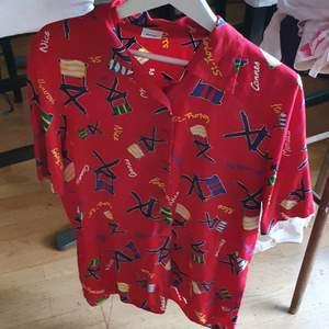 Säljer min söt 30 tal unisex summer skjorta.som är användade 2 gånger och passar gätte bra till Cowboys and buggy Stilar .Köpte I Sekondhand men I mycket bra skick .Finns fler bilder och bud med interest