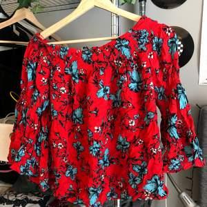 Aldrig använd tröja i fint skick! Buda privat eller i kommentarerna och köparen betalar eventuell frakt:)