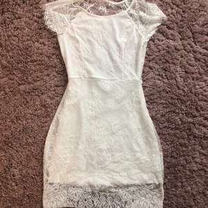 Jättesöt klänning som passar till student och dylikt!