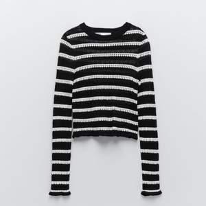Säljer denna sjukt snygga och trendiga tröja från Zara! Aldrig använd. Säljes för 300 kr eller vid högsta bud💕