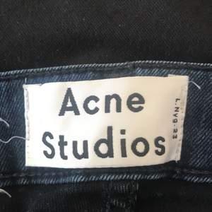 Fina blå acne jeans helt oandvända, kom privat för fler bilder💘