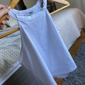 Knappt använd vit topp från Zara, passar S-M💞
