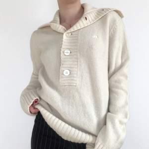 Stickad tröja från J.lindeberg i ull! Mycket fint skick. Strl M, visad på en S. + frakt 66 kr 💫 Se även mina andra annonser, jag samfraktar gärna 💫