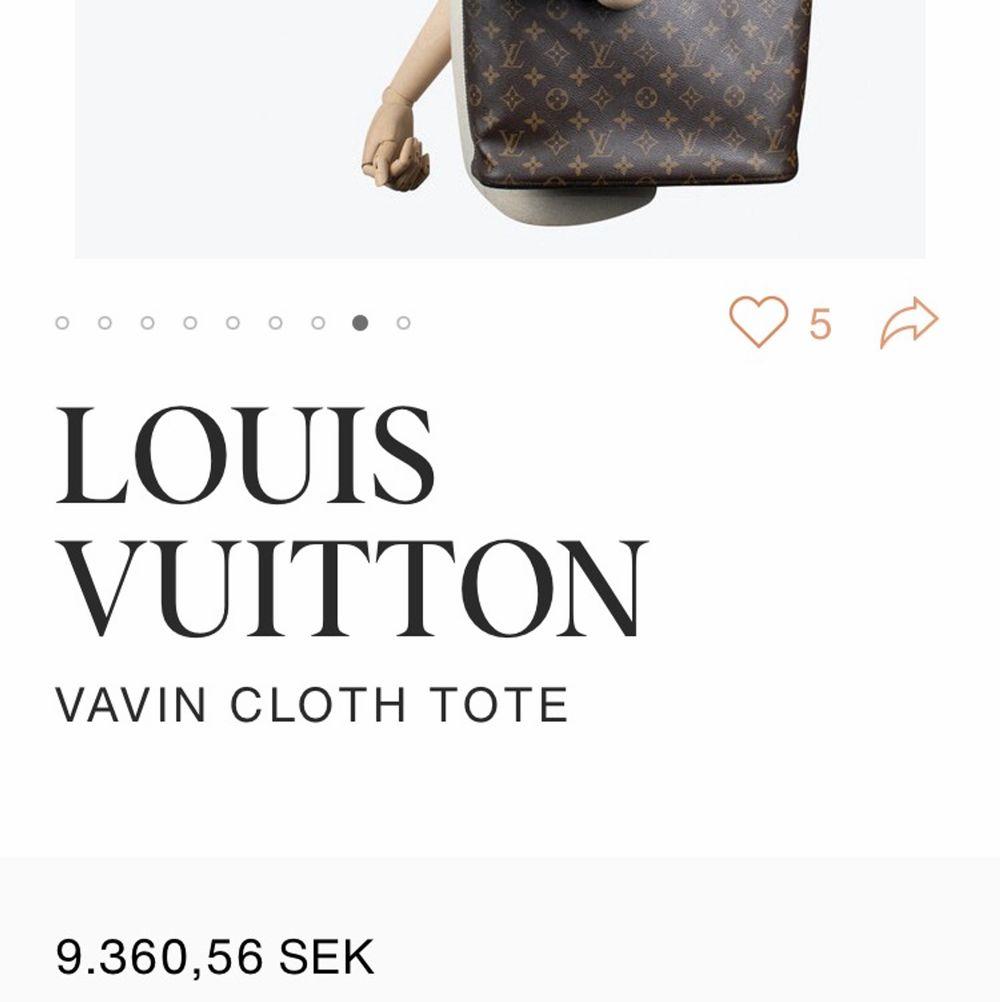Intressekoll på min fina Louis Vuitton vavin cloth väska. Äktheten är konfirmerad av pantbanken men det finns ej kvitto. Skriv för med bilder och frågor. Priset är inte skrivit i Sten. Tredje bilden är från Vestiaires hemsida vilket är en exakt likadan väska.  http://www.vestiairecollective.com/women-bags/handbags/louis-vuitton/brown-cloth-vavin-louis-vuitton-handbag-14245041.shtml . Väskor.