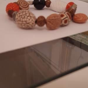 Alla pärlor är i olika material