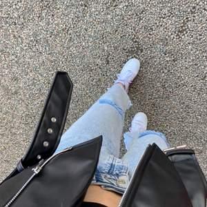 Jeans med snygga slitningar från nakd använda max 2 gånger