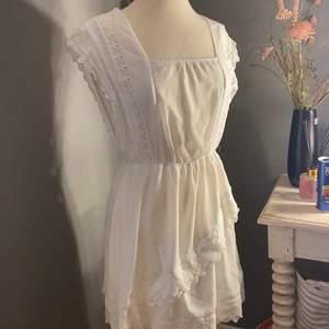 Fin klänning, perfekt till student och skolavslutningar! Frakt tillkommer