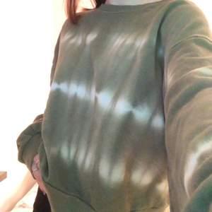 Fin grön vit och grön tröja från pull&bear. Kommer inte till användning längre då det inte är min stil.