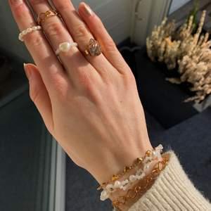 Armband & ringar kolla in @emmaxjewelry på Instagram ✨🤍