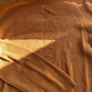 Jättefin tröja till våren. Aldrig använt så den är i jättebra skick! I storleks xs från vila. Orginalpris 349kr