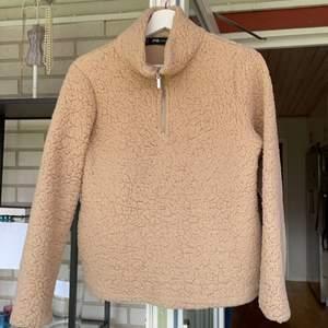 Snygga tröjor som går att ha både på vintern och när det är lite kyligare ute⭐️ storlek S. En för 40kr eller alla för 100kr⭐️
