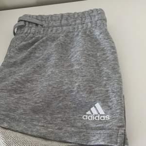Helt nya mjukis shorts från adidas. Endast testade och köpta för 239kr