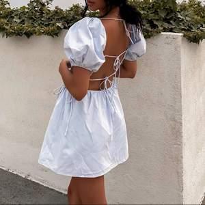 Kör en BUDGIVNING på denna jättefina trendiga klänning ifrån beginning boutique som passar perfekt nu under sommaren!!😍☀️ Vid frågor eller vid direkt köp är det bara att kontakta mig privat!!❤️