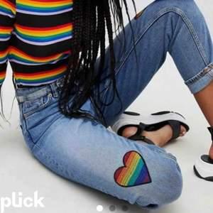 """Snygga jeans i modellen """"momjeans"""". Endast använda en gång. Nypris ca 400 kr."""