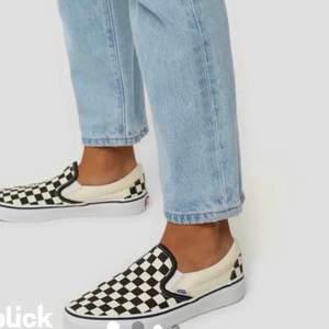 Säljer mina coola Vans skor i storlek 38! De är använda och ganska smutsiga men kan absolut tvätta dom innan jag skickar dom, annars fint skick skulle jag säga 💕 de har också lite högre sula än de vanliga