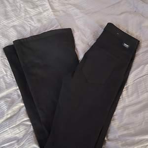 Bootcut jeans ifrån dr denim. Helt oanvända🤍🤍