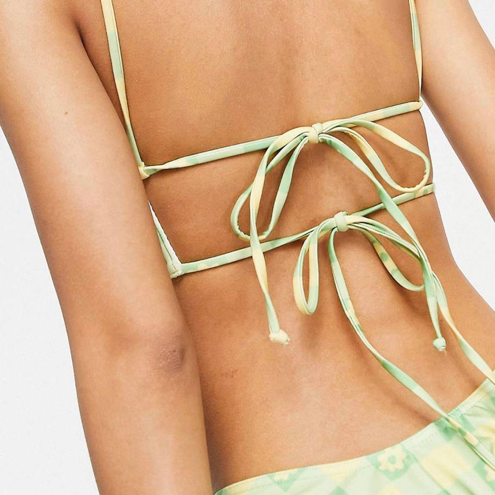 Sjukt snygg bikiniöverdel från Asos, collusion!😢 Skicka för fler bilder  . Övrigt.