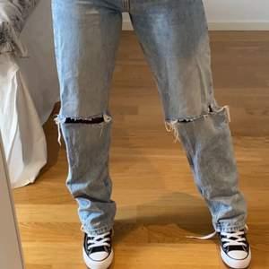jätte snygga jeans ifrån gina tricot, kommer aldeig till användning därför säljs dem!❤️