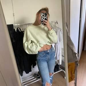 Säljer dessa slitna jeans från Gina i stl 36 och säljer dem då de inte kommer till användning, köpare står för frakt