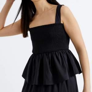 Jätte fint linne, passar bra som kjol om man tar ner banden. Strechigt matrial 💖💖 (sista bilden är lånad)