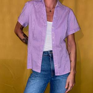 Lilarutig kortärmad skjorta från Lee. Nyskick.