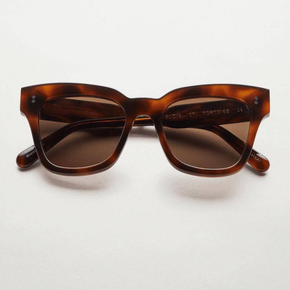 Helt nya Chimi Eyewear glasögon i färgen 07 Tortoise, endast testade! Vid intresse eller frågor är det bara att skicka iväg ett meddelande till mig! Betalning sker via Swish och kom ihåg att du som köpare står för den tillkommande fraktkostnaden🤎⚡️. Accessoarer.